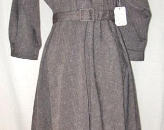 """1970s Vintage """"John Richard"""" Grey Poly/Rayon Blend Dress — size 9/10"""