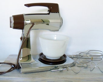 Vintage Sunbeam Mixer Mixmaster Electric Mixer Hamilton Beach Chrome 12 Speed 2 Qt Milk Glass Mixing Bowl Beaters Dough Blenders 1970s