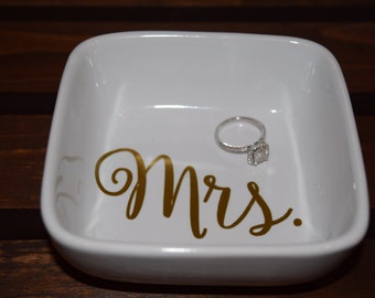 Ring Holder, Mrs Ring Holder, Personalized Ring Holder, Ring Dish, Personalized Ring Dish, Wedding Gift, Bridal Shower Gift, Mrs Ring Dish