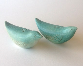 Porcelain salt and pepper bird shaker set, turquoise or pale aqua with pink