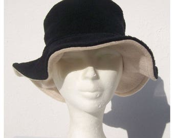Hat Black/Ecru fleece reversible Cape.