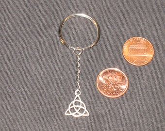 Celtic knot Keychain / triquetra / wicca / #047