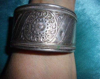 Moroccan Jewelry, old fine silver Berber swirl design bangle, great work, extra wide size, 2 3/43 inches inner diameter