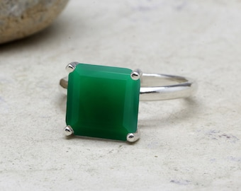 SUMMER SALE - Square green onyx ring,stacking ring,square ring,gemstone ring,emerald ring,silver ring,prong ring,cocktail ring