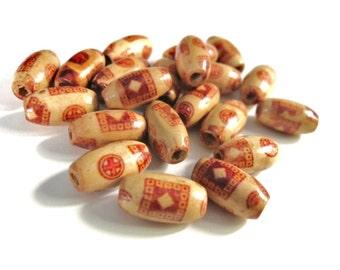 20 Perles ovales en bois naturel peint marron avec motifs tribals 15x8mm