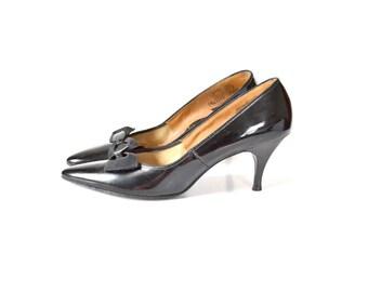 7 Patent Leather Shoes, 1960s Shoes, 60s Shoes, 1950s Shoes, 50s Shoes, Black Pumps, 1950s Black Heels, Bow Pumps, Vintage Black Heels