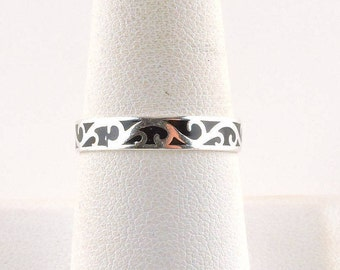 Size 8 Sterling Silver Black Enamel Dainty Scroll Ring