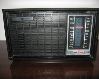 Vintage General Electric Table Top AM/FM Radio - Singapore
