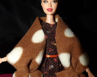 Fashion Doll Coordinates - Stylish Fleece shall in brown & white - es355