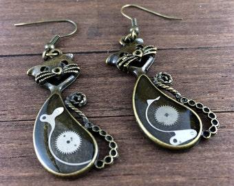 Steampunk cat Earrings, Cat earrings, Watch Earrings, Watch Parts Earrings, antique brass earrings, Fish hook earrings, dangle earrings