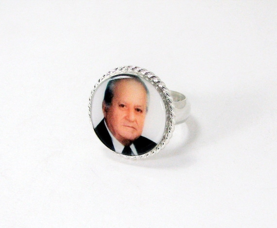 Engrave-able Photo Ring with a Twisted Wire Frame - Large