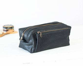 Travel case in black leather with snakeskin print, accessory case toiletry storage organizer groomsman gift case - Skiron travel case