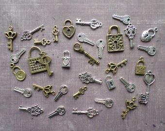 Metal Bronze silver padlock key charms 33