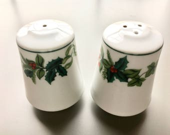Christmas Salt and Pepper Shakers. Holly Berry Salt and Pepper Shakers. Holiday Salt and Pepper Shakers