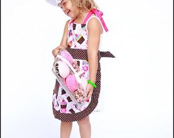Kinderschürze und Chef Hut Mädchen gemischter Cupcakes Stoff
