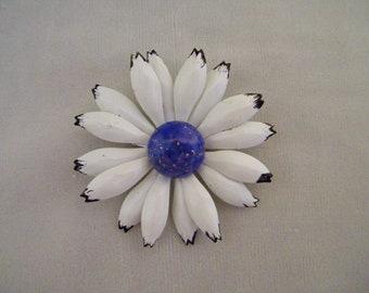 Vintage White Daisy Flower Enamel Pin w/Blue Speckled Center