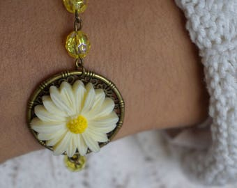 Yellow daisy flower bracelet Large daisy bracelet Daisy jewelry Unique flower jewelry Bronze bracelet for woman Christmas gift ideas for mom