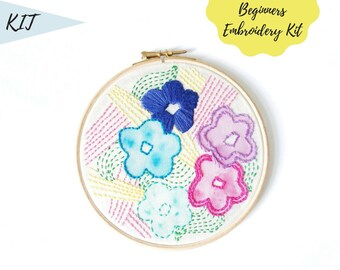 Flower Hand Embroidery Kit, Modern Beginners Embroidery Sampler , Modern Design Beginners Hoop Art , Pattern Kit embroidery crafters gift