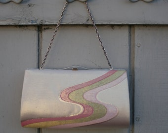 Vintage clutch bag with chain