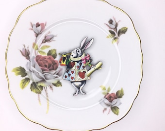 White Rabbit from Alice in Wonderland Display 3D Plate Red White Rose Design Sculpture for Wall Decor Birthday 2nd Wedding Anniversary Gift