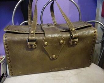 Vintage Distressed Leather Doctor Bag Purse. Doctor Bag Handbag. Train Case Purse. Leather Train Case Handbag. 1950's Leather purse handbag