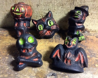 PINS Assorted Halloween Clutch Pin Brooch  - Pumpkin Cat Skull Witch Bat - Novelty Kitsch Primitive Salem Vintage Antique - Resin Painted
