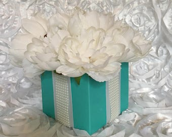 Breakfast at Tiffany's Inspired Party Decor- Centerpiece