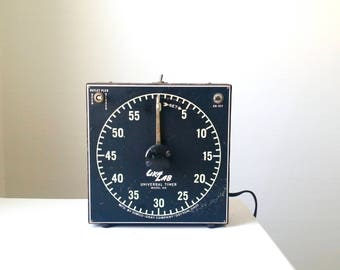 Gra-Lab Universal Timer Model 168 . Vintage Photography Developing Timer . Photo Enlarging Timer . Antique Photography Equipment