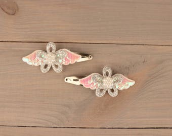 Her pin Sweet angel with little angel Wing a glitter flower and artificial gem for children