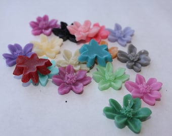 DAISY Cabochons - Lot of 24 Assorted Daisies - 20mm - CHOOSE your Colors