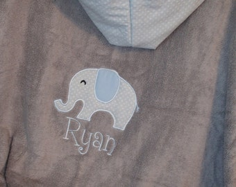 Personalized Hooded Towel with Elephant