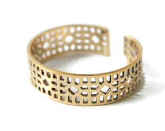 Recycled bullet shell bangle, Chinese lattice panel, Chinese inspired jewelry, Eco-friendly jewelry, Ethical Jewelry, Brass Bangle