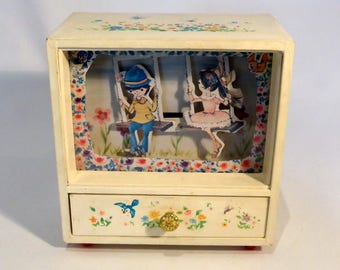 "Musical jewellery box, playing ""Beautiful Morning"" with Swing movement – original from the 1960s"