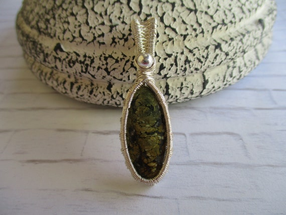 Snakeskin Agate Wire Wrapped Cabochon Necklace N57181