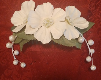 Floral hair comb for living history or wedding