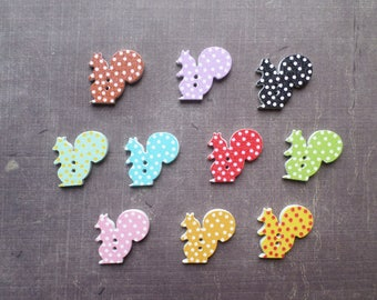 20 buttons wood form animal squirrel dots pattern