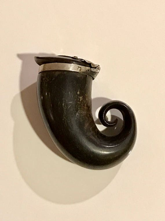 19th Century Scottish Provincial Ram's Horn Snuff Mull with Silver Fittings