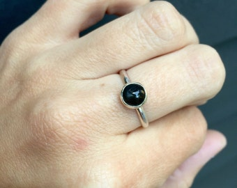 Simple Elegant Round Black Star Diopside Chic Solitaire Ring