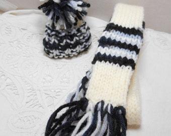 Winter Wine Bottle écharpe et chapeau Set - main tricoté - idéal pour les poupées - écharpe skinny noir & gris