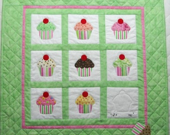CUPCAKE PATTERN!  Clear instructions, Great beginner project!