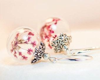 Red flower earrings, dangle earrings, glass globe earrings, Jewelry Woman, silver earrings, glass globe earrings, daisy earrings, red, gift