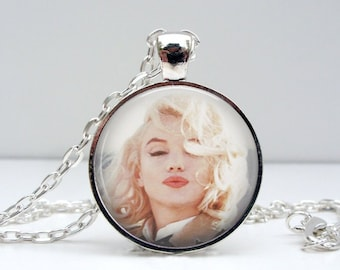 Marilyn Monroe Necklace Kisses Glass Picture Pendant Photo Pendant Handcrafted Jewelry  (1464)