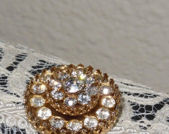 Coro Brooch -Pin signed   Gold  tone 3D Rhinestone glass crystal clear  Vintage 1970