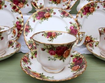Vintage Royal Albert - Old Country  Roses tea set for 6 + Cake/Sandwich plate
