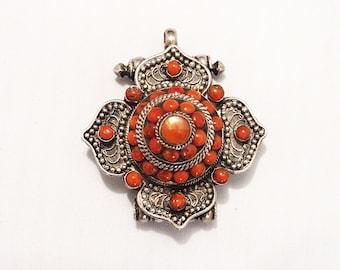 Antique poison pendant in silver 925 certi with coral stones