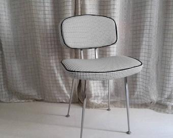 Vintage Chair black/white chicken foot