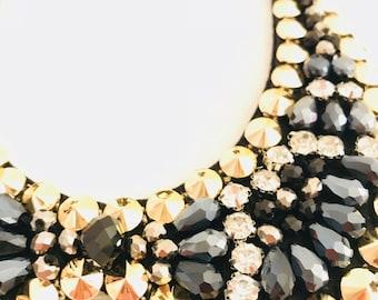 Bib necklace black beads