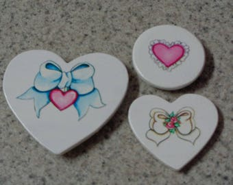 Set of 3 Bows and Heart on White Wood Heart Magnets - Kitchen Decor