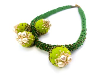 Green Felted Necklace. Freshwater Pearls Necklace. Felt Jewelry. Hand Felted Wool Necklace. White pearls necklace. Statement Felted Necklace