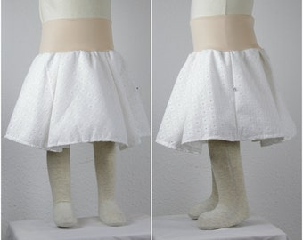 Plate skirt with petticoat